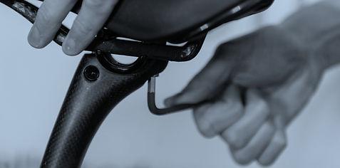 Hands tighten up a bike saddle