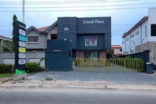 Esteek Plaza
