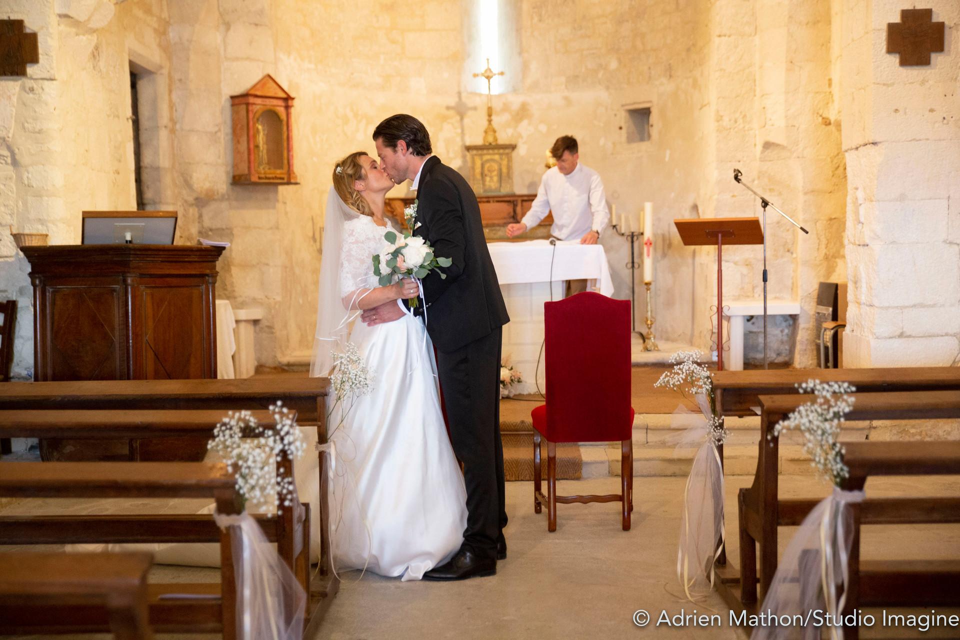 La cérémonie à l'église était un moment très important pour eux, je me suis concentrer à rendre ce moment le plus fidèle possible à l'ambiance vécu.