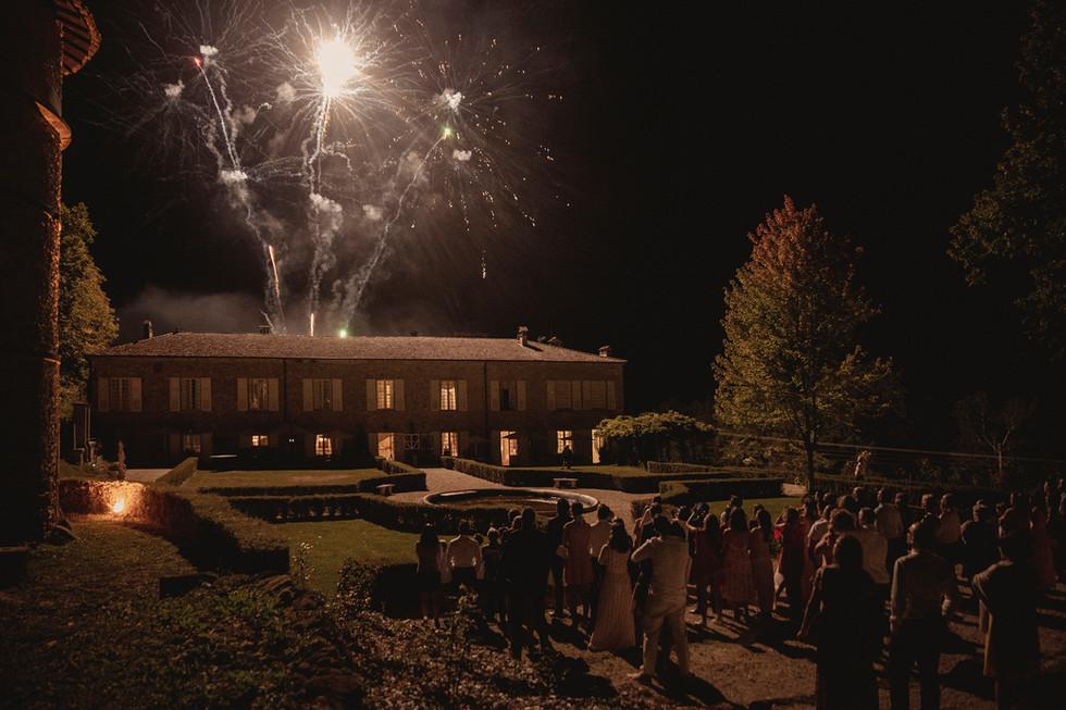 Et c'est sur un feu d'artifice que se conclu cette soirée de mariage.