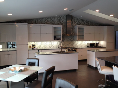 MODERN OPEN KITCHEN....