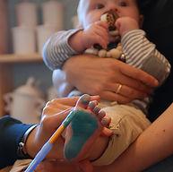 Babyfußabdrücke stempeln