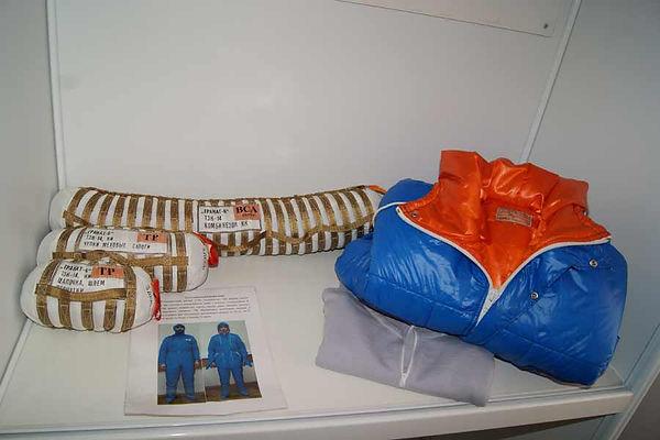 Изделие НАЗ гранат 6 - комплект тёплой одёжды-комбинезон, куртка, сапоги, шапка для космонавта при нештатной посадке, на воду.