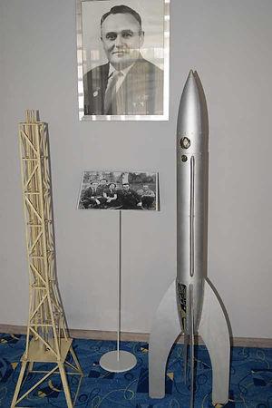 Макеты пусковой площадки, ракеты 09.  Нахабино 1933 г.  Первая советская ракета запущена! День 17 августа, несомненно, является знаменательным днем в жизни ГИРДа