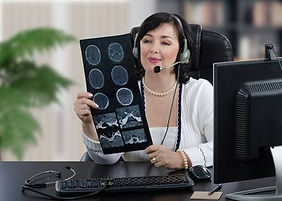 88220653-especialista-médico-remoto-en-a
