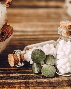 globules-homeopathiques-bouteille-verre-