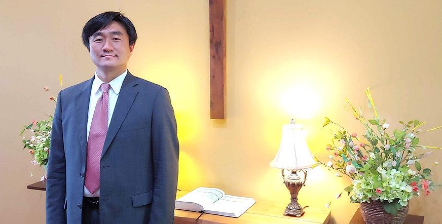 pastor%20ho-jin%20lee%20kcom_edited.jpg
