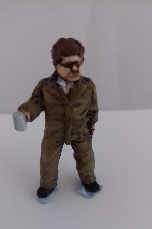 O Gauge Mail Depot Worker with Mug
