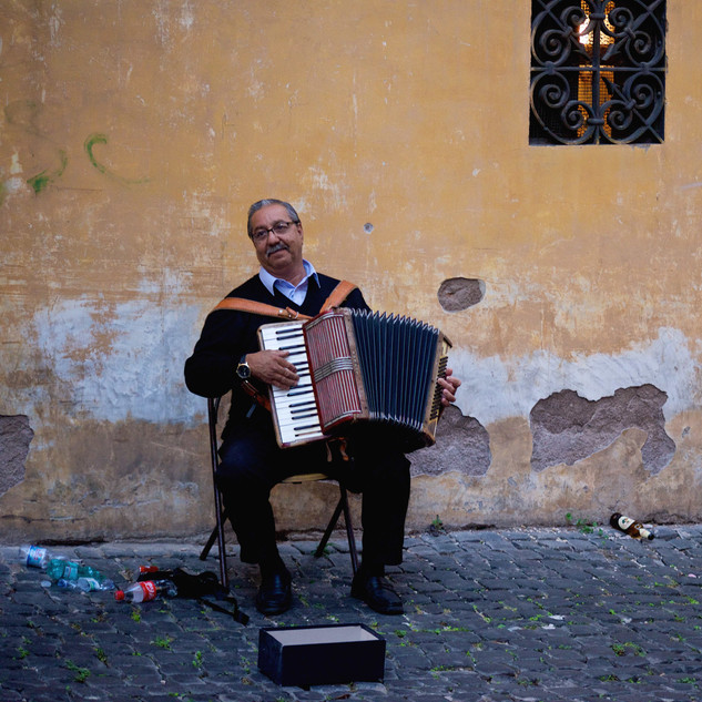 Old musician in the Jewish Ghetto, Rome