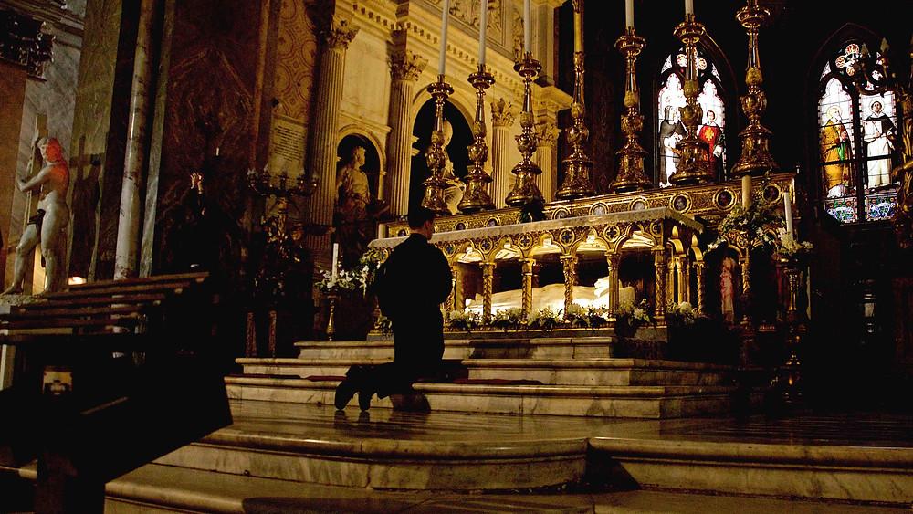 Rome, churches, angels and art. Photo by Giulio D'Ercole. Rome Photo Fun Tours