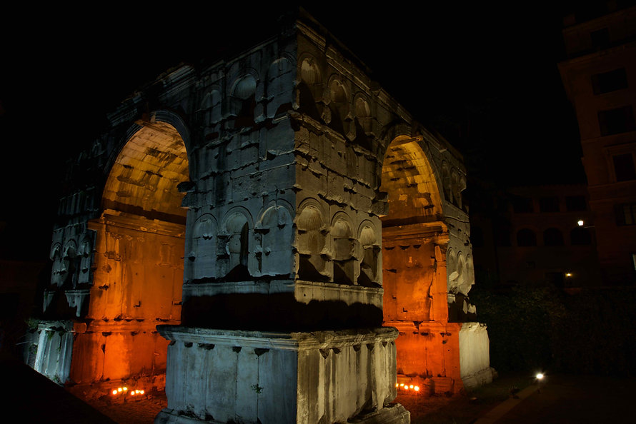 Photographing ancient Rome. Learn night photography with Unique Rome Photo Tour from Dusk to Dawn by Giulio D'Ercole of Rome Photo Fun Tours