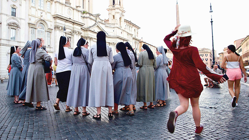 Japanese girl, Piazza Navona, dancing nuns, singing nuns, Giulio D'Ercole photography, Photography tours in Rome, discover Rome, photography walks in Rome, Photography workshop in Rome, learn photography in Rome, architecture photography, professional photographer in Rome, guided tours in Rome, the golden hour in Rome, Beauty of Rome, shooting in Rome, Rome by day, Photographing the eternal city, street photography