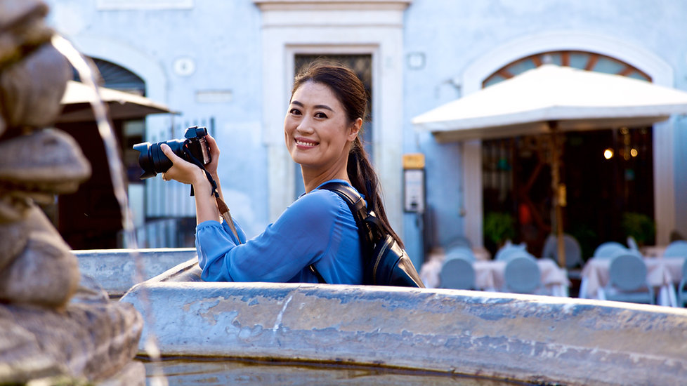 Chinese Client having fun on a Rome by Day, beauty and History photo tour, shooting photos of Pantheon at Piazza della Rotonda in Rome.