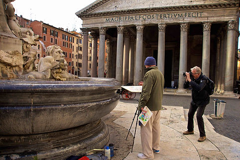 Client shooting artist at Piazza della Rotonda, Pantheon. Rome by day street photography tour by Giulio D'Ercole of Rome Photo Fun Tours