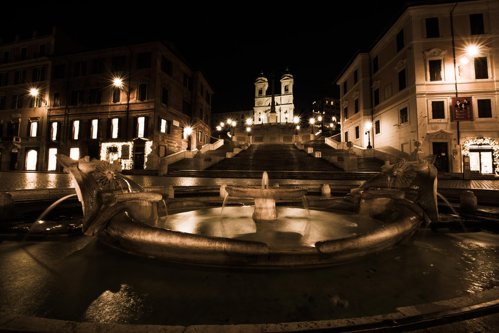 Piazza di Spagna and the Spanish Steps at night