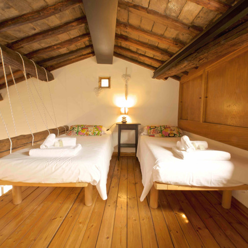 A romantic guest room