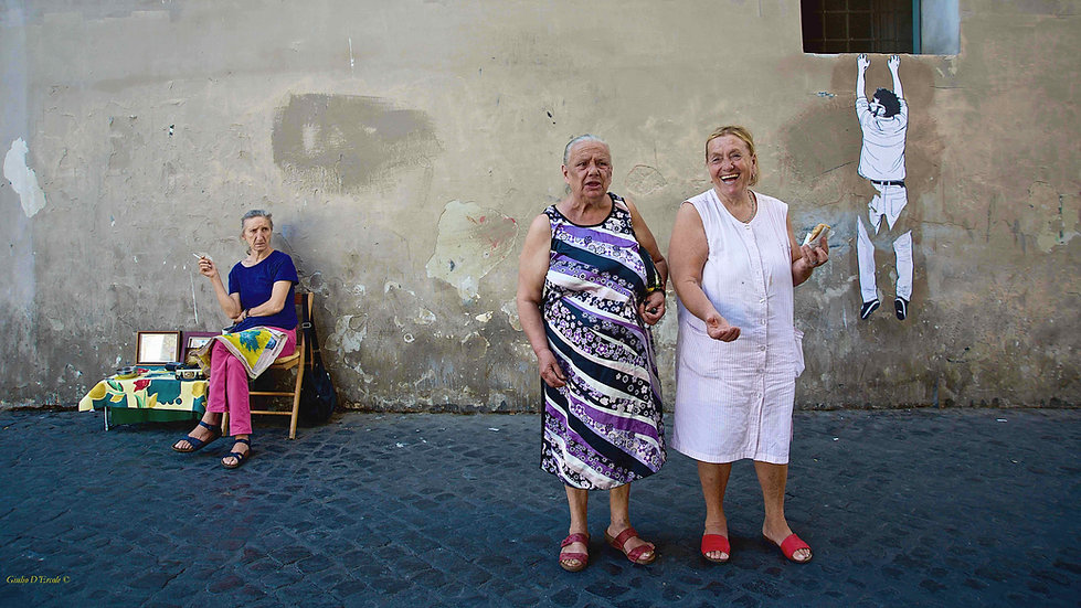 Women of Trastevere photographed by Giulio D'Ercole during a Rome by day street photography tour and workshop. Rome Photo Fun tour