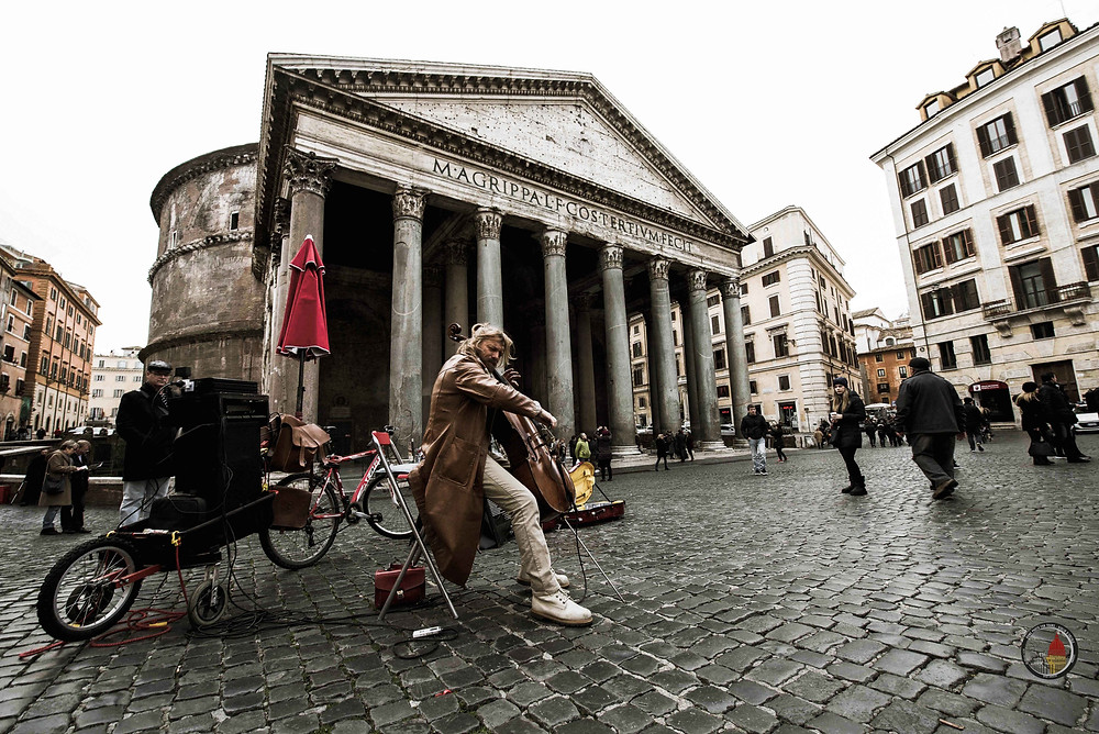 Music at Pantheon, Piazza della Rotonda, Rome by day Street Photography Tour and workshop. Photo by Giulio D'Ercole. Rome Photo Fun Tours