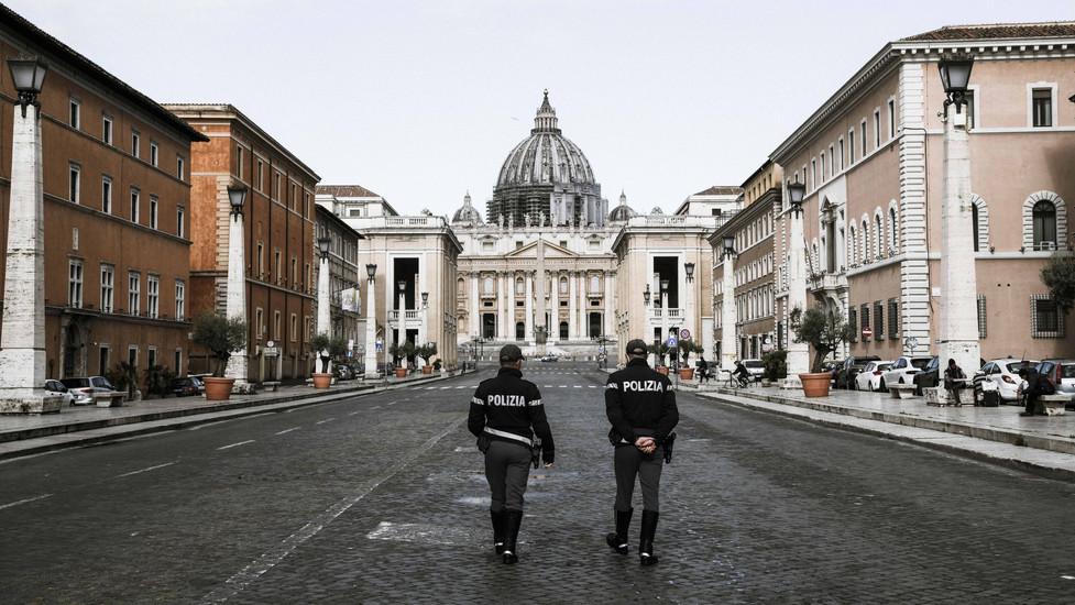 Two cops on via della Conviliazione
