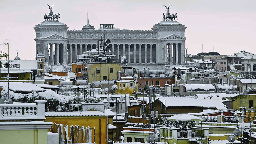Vittoriano and Rome roofs under the snow photographed by Giulio D'Ercole, Rome Photo Fun Tours