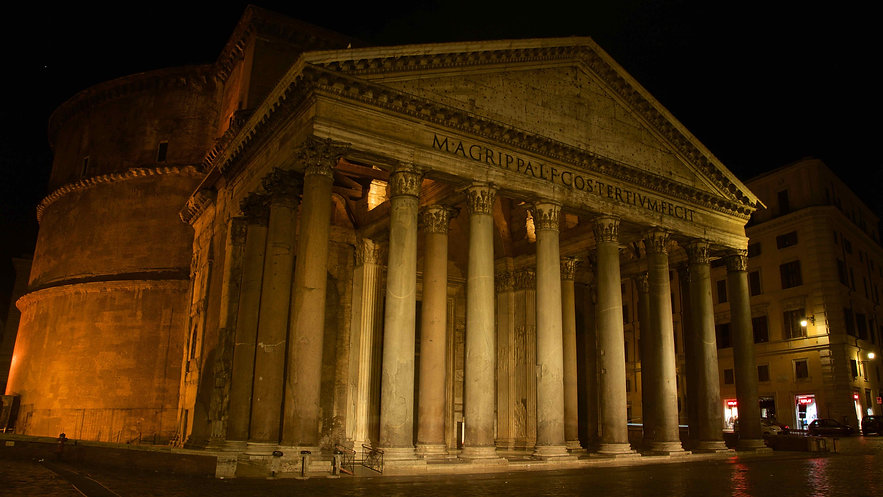 Photographing the Pantheon. Learn night photography with Unique Rome Photo Tour from Dusk to Dawn by Giulio D'Ercole of Rome Photo Fun Tours