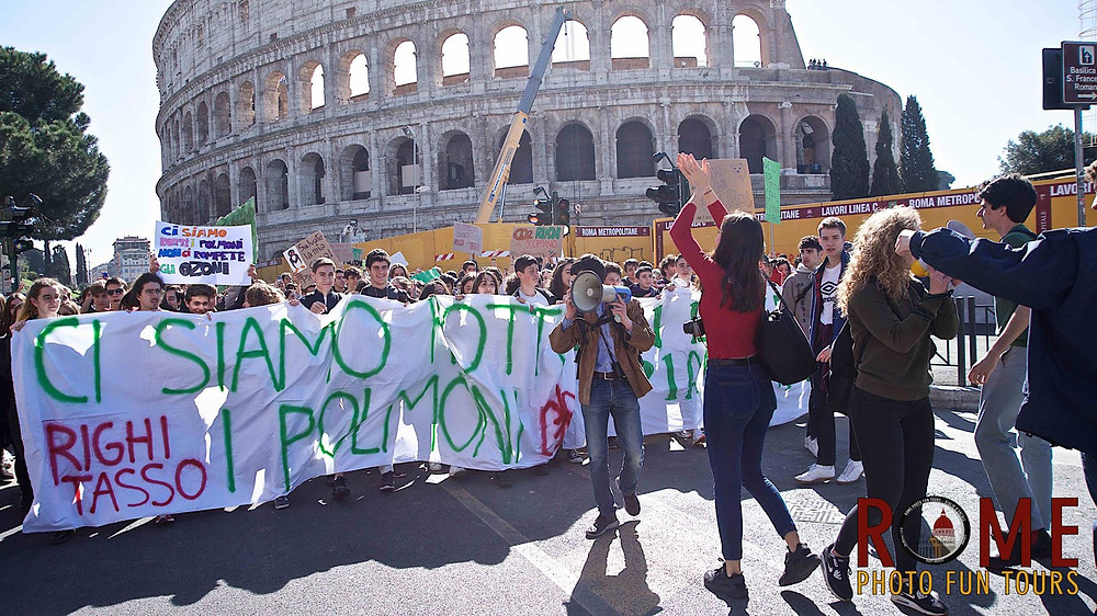 Fridays for Future in Rome youth marching from the Colosseum to Piazza Venezia in Rome, 2019. Photo by Giulio D'Ercole, Rome Photo Fun Tours