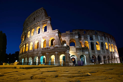 Photographing the Colosseum during the Unique Rome Photo Tour from Dusk to Dawn by Giulio D'Ercole of Rome Photo Fun Tours.