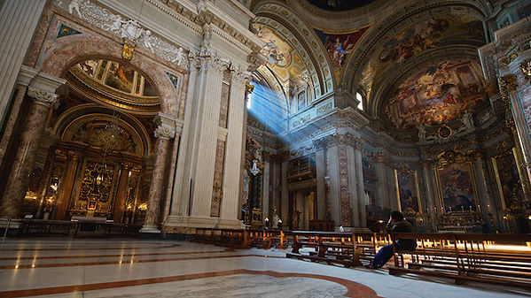 Light in St. Ignatius Church close to the Pantheon. Rome, churches, angels and art. Photo by Giulio D'Ercole. Rome Photo Fun Tours