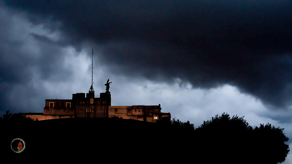 Castel Sant'angelo and the thunderstorm. Learn how to capture the mystery of Rome with Giulio D'Ercole, Rome photo Fun Tours and Workshops.