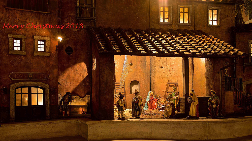 A beautiful nativity scene in Piazza di Spagna in Rome photographed by Giulio D'Ercole, Rome Photo Fun Tours