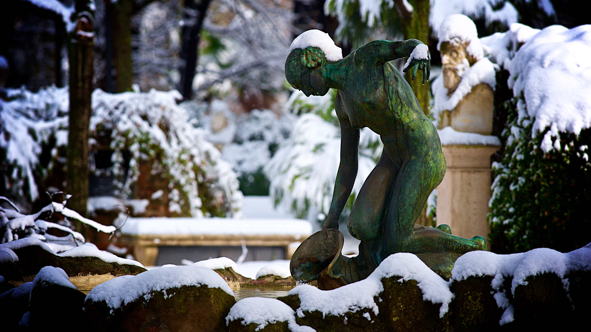 Nymph in the snow , Rome photo fun tours