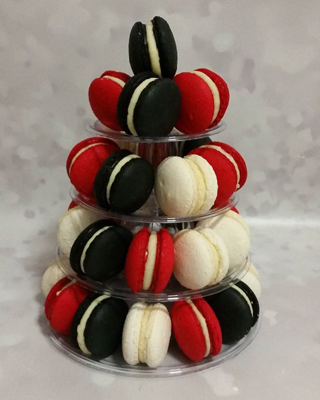 Black red & white #macarons #homebaker #pemulwuycupcakes #yum
