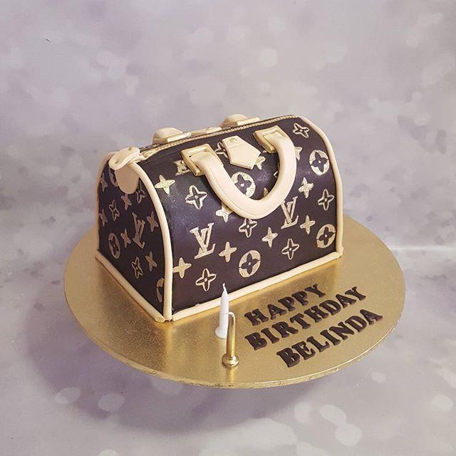 #louisvuitton #cake #handbag #designer #best #fav #lv #pemulwuycupcakes #humiditysucks #fondant #gol