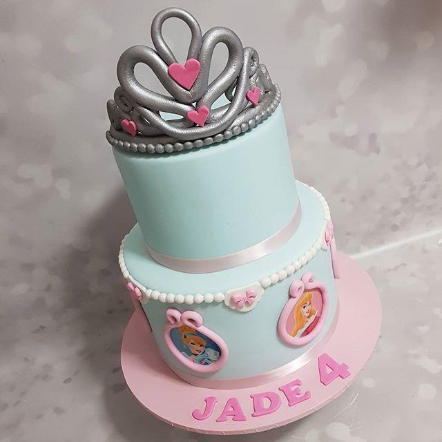 Pretty princess cake 👑💎 #princess #cake #girlscakes #tiara #pemulwuycupcakes #kidspartyideas #kids