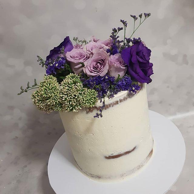 #purple 💜 _#freshflorals #roses #pemulwuycupcakes #buttercream #seminaked #vanillabean #sydney #cak