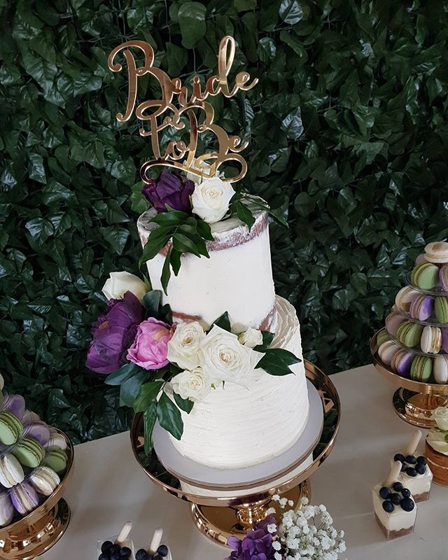 #bridetobe #love #purple #greenery #buttercream 😍 #pemulwuycupcakes #bridalshower #kitchentea