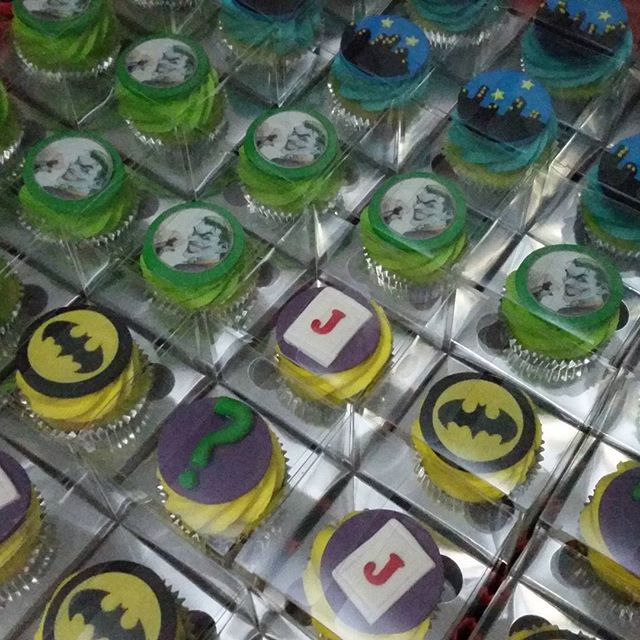 Cupcake favor boxes to compliment masons joker cake _#cupcake #batman #joker #comics #city #cakeart