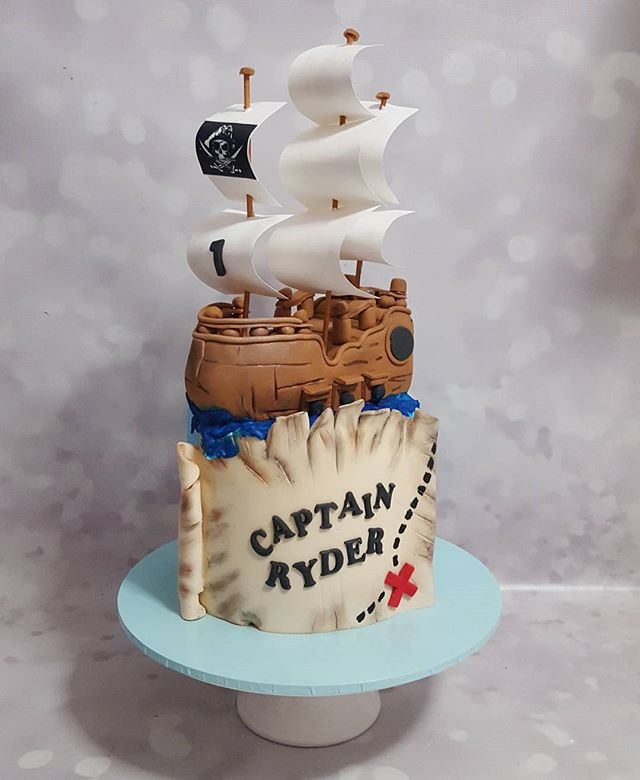 L o v e d making this one ♡__#pirate #pemulwuycupcakes #pirateship #pirateparty #firstbirthday #capt