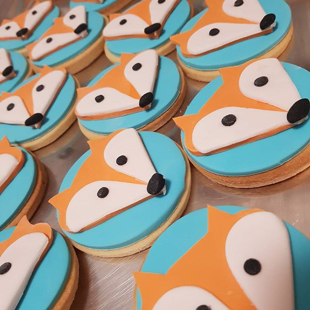 Feeling extra #foxy today _D _#customcookies #fox #pemulwuycupcakes #vanilla #birthday