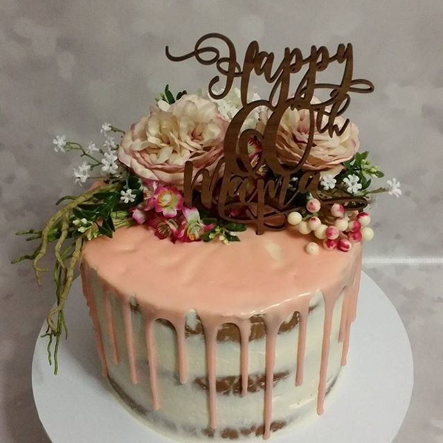 Love this one ♡__Custom topper by _alaroch _#dripcake #60th #wooden #pinks #vanilla #pemulwuycupcake