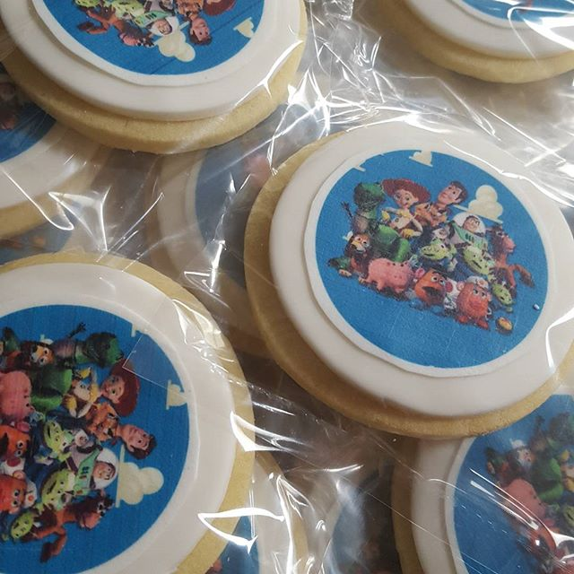 #toystory #cookies ♡__#kidspartyideas #favors #birthday #pemulwuycupcakes #boyscakes #edibleart #coo