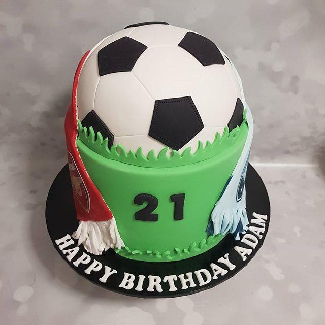Soccer 🏃♂️⚽️⚽️⚽️ #twentyone #soccer #cake #pemulwuycupcakes #sydneyfc #arsenal #boyscakes #partyca