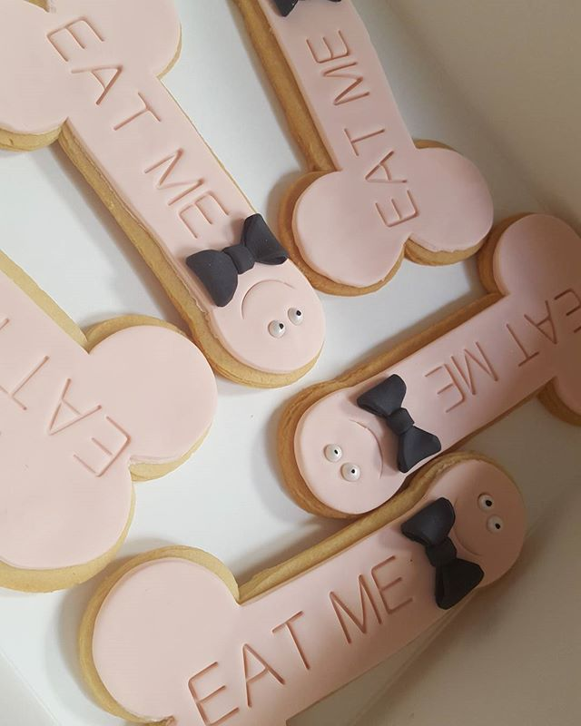 Hens party #cookies #hens #bachoraletteparty #girls #naughty #toorude #6inchcookies #bowtie #pemulwu
