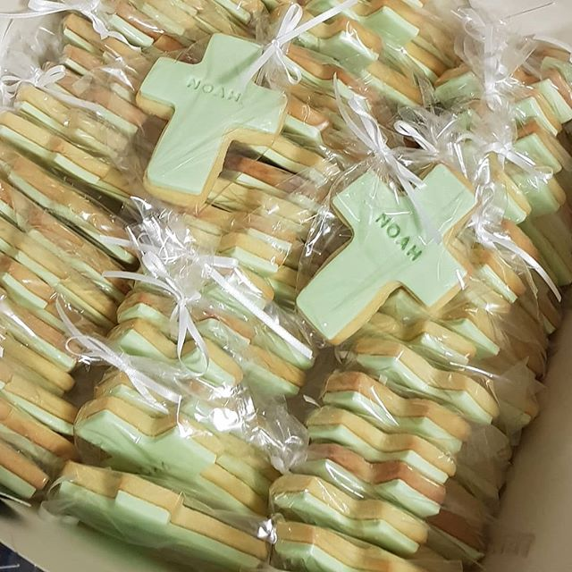 #customcookies #baptism #partyfavours #pemulwuycupcakes #baby #kidspartyideas #cross #cookies #mint