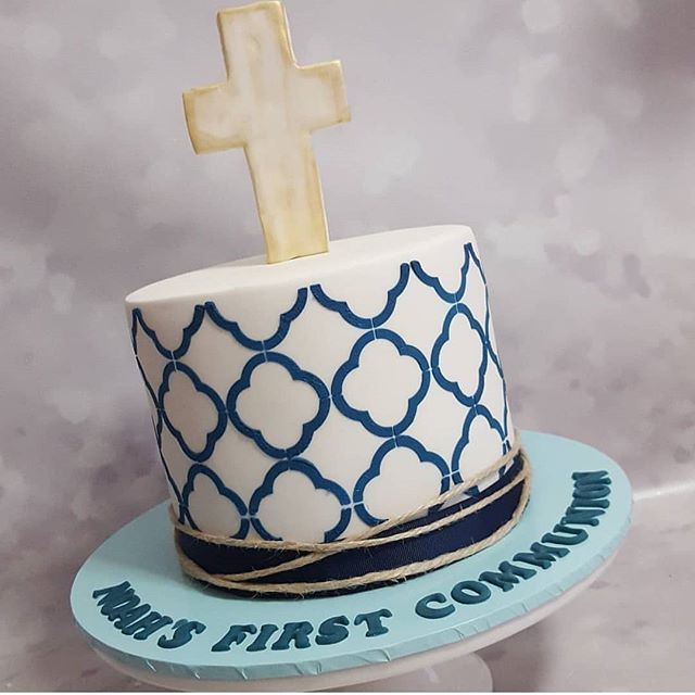 #tuesdaymorning #memories this lovely communion cake 😀 _#pemulwuycupcakes #boyscakes #holycommunion