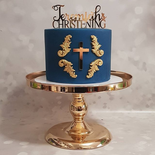 Loved making this one ♡__#gold #pemulwuycupcakes #navy #christening #boys #babycakes _Custom topper