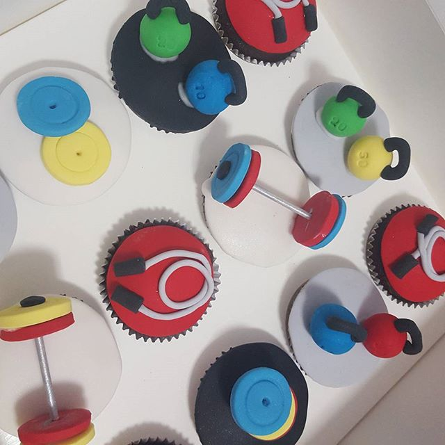 Gym themed cupcakes _#pemulwuycupcakes #kettlebell #rope #barbell #ollylifting #gym #fitness #crossf