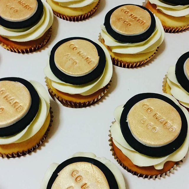 Custom cupcakes #gohard&co #pemulwuycupcakes #gold #black #customcakes #cupcakes