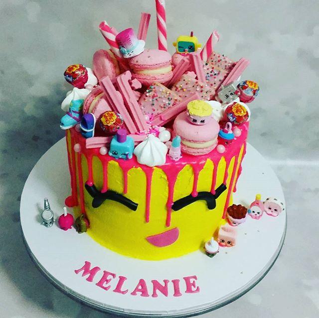 Delicious #shopkins #dripcake #pemulwuycupcakes #pink #candy #lollies #macarons #musk #yum #mudcake