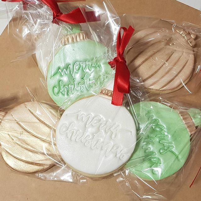 CHRISTMAS COOKIES 🎅🤶 Thanks to all that have already pre ordered with me, if you would like a set,